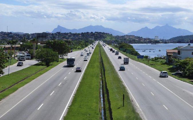 Trafico en una de las nueve autopistas que gestiona Abertis en Brasil.