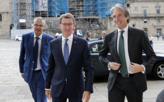 El ministro de Fomento, Íñigo de la Serna, y el presidente de la...