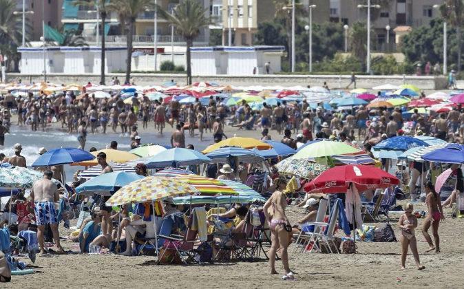 Imagen de la playa de la turística localidad valenciana de Cullera en...