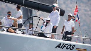 Felipe VI, a la rueda del timón este lunes en la bahía de Palma