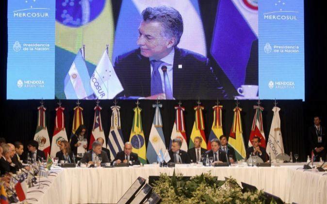 El presidente argentino, Mauricio Macri, habla durante una cumbre de...