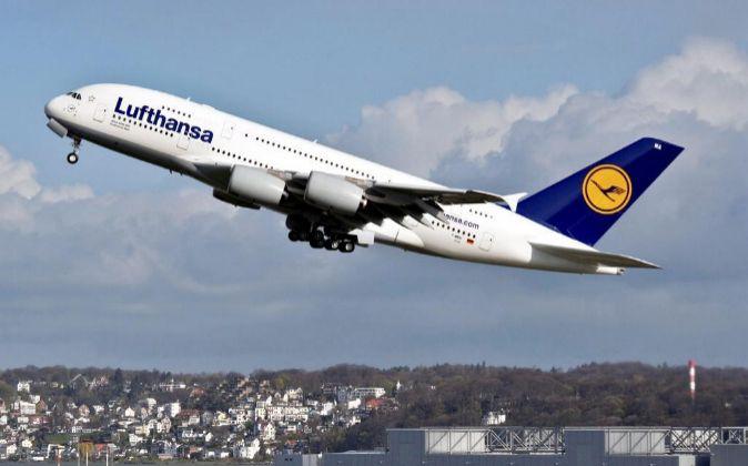 Imagen del despegue de un avión de Lufthansa