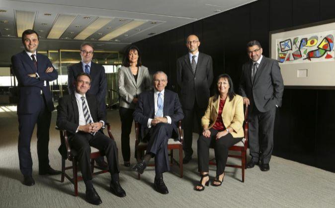De izquierda a derecha, sentados, Jaume Giró, director general;...