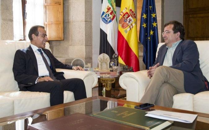 Mohammed Al Kuwari, embajador de Qatar en España, y Guillermo...
