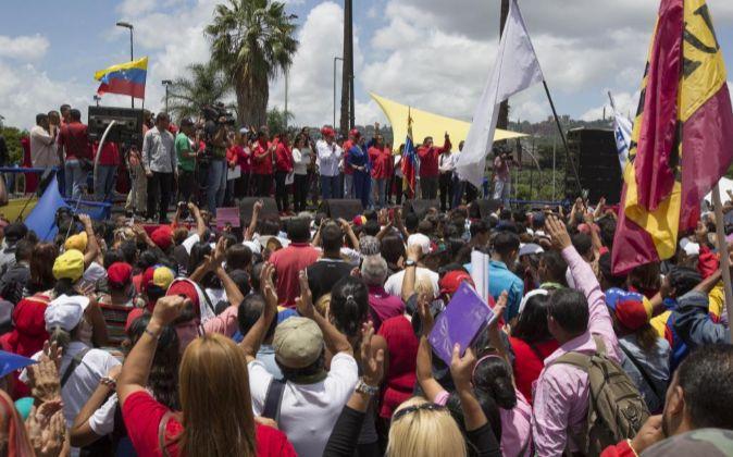 Cientos de personas participan en una concentración a favor de la...