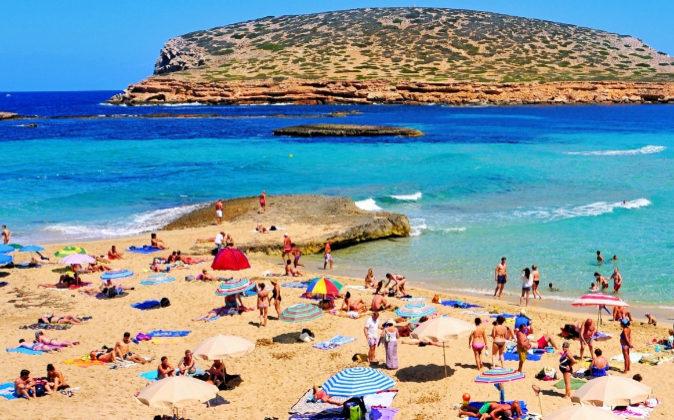 Las playas de Ibiza siguen manteniendo su encanto como destino...