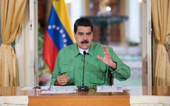 Fotografía cedida por prensa de Miraflores del presidente venezolano,...