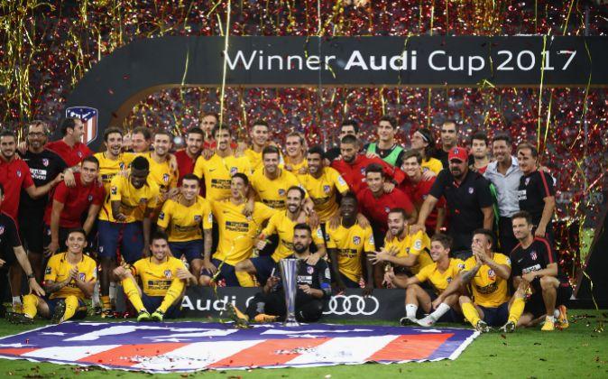 El Atlético de Madrid, tras proclamarse campeón de la Audi Cup.