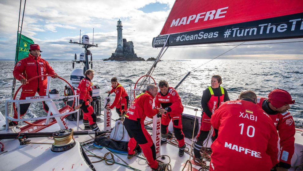 La tripulación del Mapfre, volviendo de la Fastnet Rock.