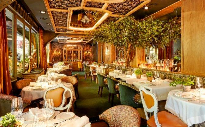 Restaurante de formato burgués europeo bajo un concepto de comida...