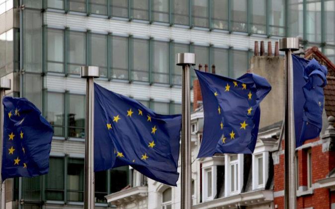 Banderas europeas ondean en Bruselas.