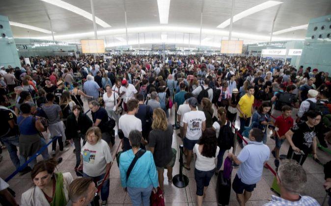 Siguen las colas en El Prat, la espera de que este jueves la asamblea...