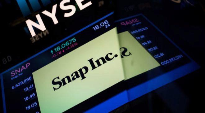 Una pantalla muestra la cotización de Snap en la Bolsa de Nueva York.