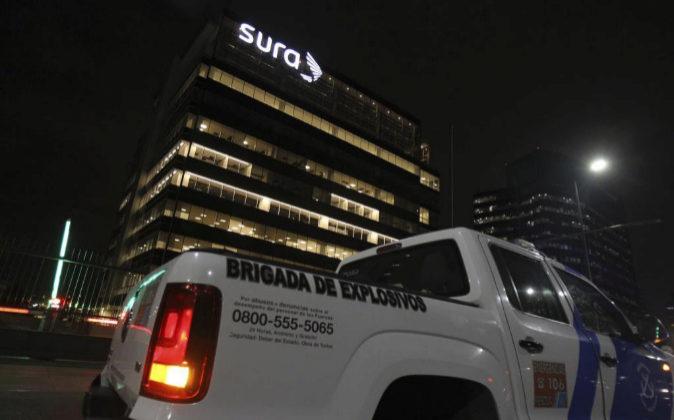 Fotografía de un vehículo de la Brigada de explosivos frente al...