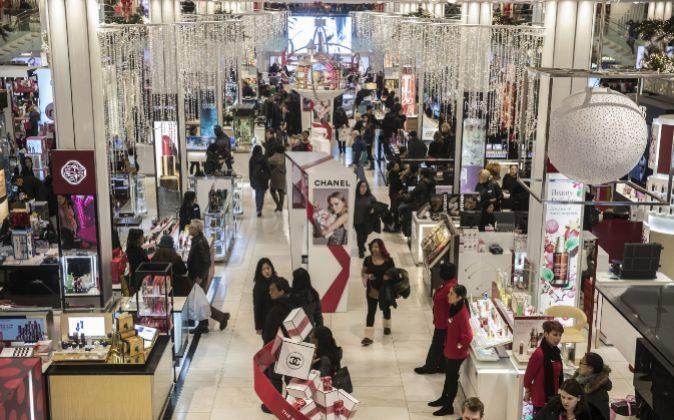 Interior de un centro comercial Macy's en Nueva York.