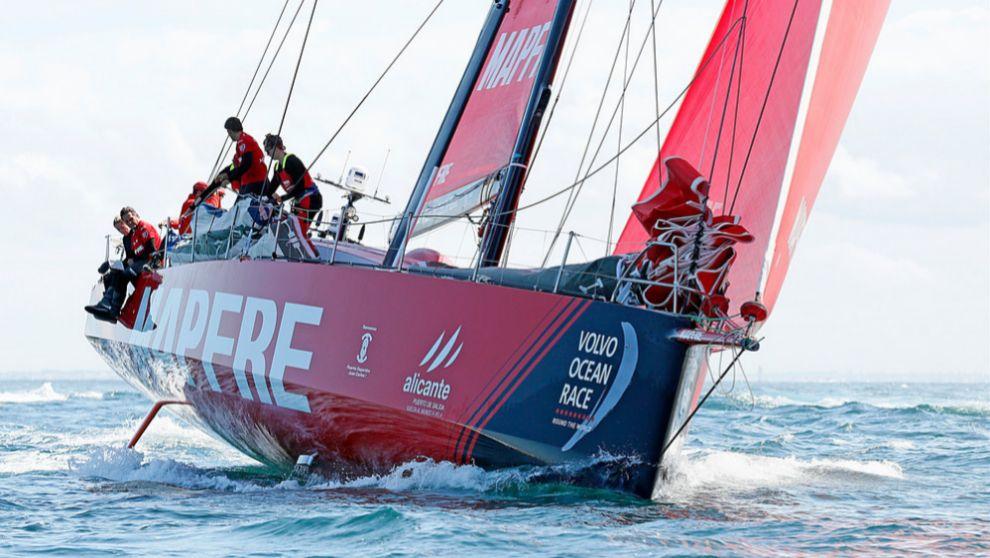 El Mapfre, durante la salida del último tramo de la etapa cero.