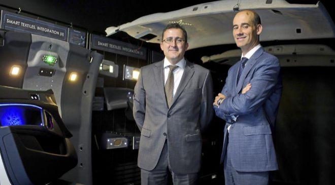 Javier Villacampa, director de Innovación de Antolin, y Juan Carlos...
