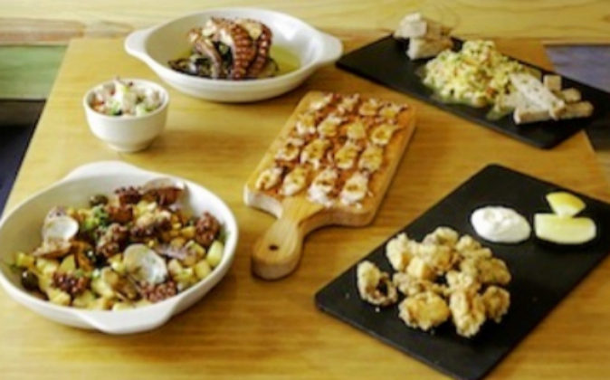 En Polvo Vadio se prepara el pulpo con arroz, con patatas, frito,...