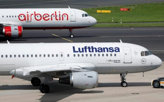 Aviones de Air Berlin y Lufthansa en el aeropueto de Düsseldorf...
