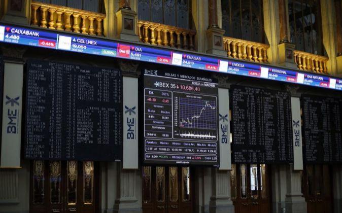 Marcador del Ibex en el interior de la Bolsa de Madrid.