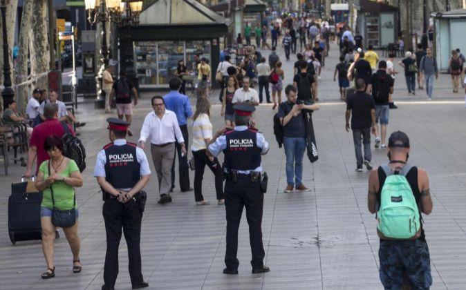 Aspecto que presentaban hoy las Ramblas de Barcelona tras el atentado...