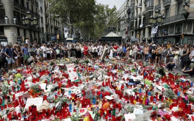 Gran afluencia de ciudadanos y turistas ayer en Las Ramblas de...