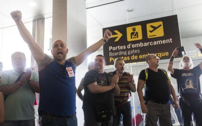 Trabajadores de Eulen protestan en la T2 del Aeropuerto de...