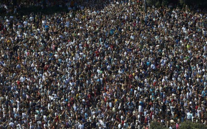 Los ciudadanos españoles, con el Rey a la cabeza, rindieron homenaje...