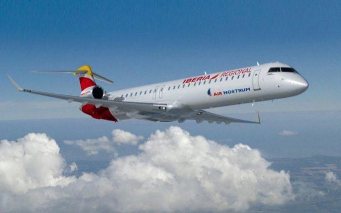 Avión CRJ1000 de Air Nostrum. Iberia regional. Foto de archivo.