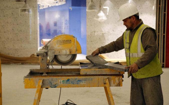 Imagen de archivo de un empleado de la construcción.