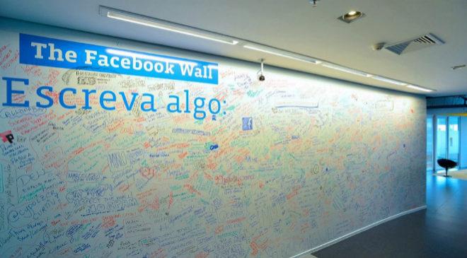 El muro de Facebook en la oficina de São Paulo, Brasil.