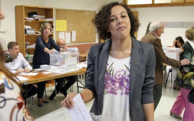 Nagua Alba votando en las últimas elecciones en el País Vasco.
