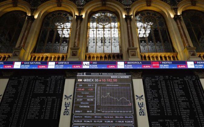 Panel informativo del Ibex 35 en la Bolsa de Madrid.