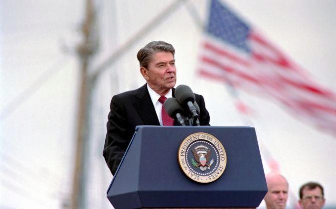 El presidente Ronald Reagan pronuncia un discurso en 1988.
