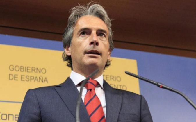 El ministro de Fomento, Íñigo de la Serna, durante su comparecencia...