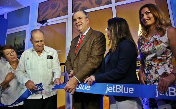 El presidente ejecutivo de la aerolínea estadounidense jetBlue, Robin...