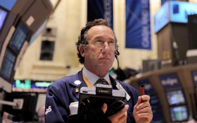 Un corredor de la bolsa de Wall Street. Foto de archivo.