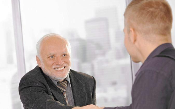 Muchos empleados se muestran escépticos ante un jefe más joven que...