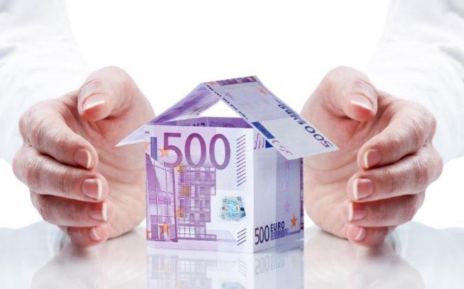 Casa construida con billetes de euro.