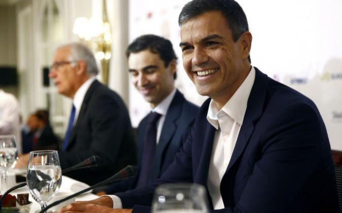 El secretario general del PSOE, Pedro Sánchez, momentos antes de su...
