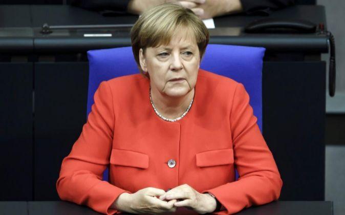 La canciller alemana, Angela Merkel, antes de pronunciar su discurso...