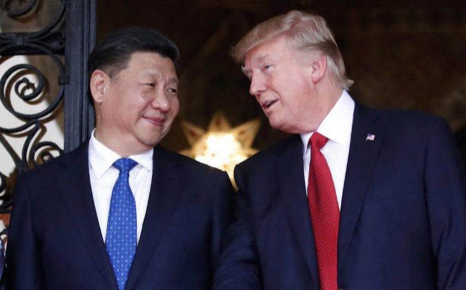 El presidente chino, Xi Jinping y su homólogo de EEUU, Donald Trump,...