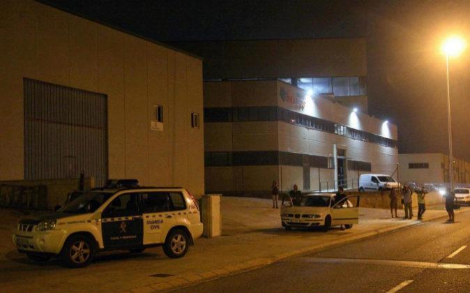 Agentes de la Guardia Civil vigilan desde ayer por la tarde la sede de...