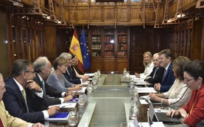 Imagen de la reunión que mantuvo ayer el ministro de Justicia, Rafael...
