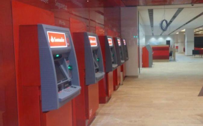 Imagen del interior de una sucursal de Santander