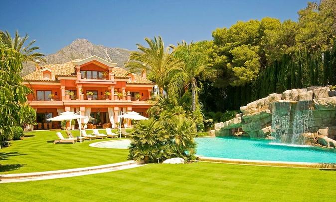 80 millones. Esta finca de Marbella de 8.000 metros cuadrados cuenta...