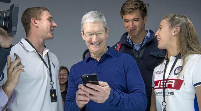 Tim Cook, consejero delegado de Apple, durante la presentación del...