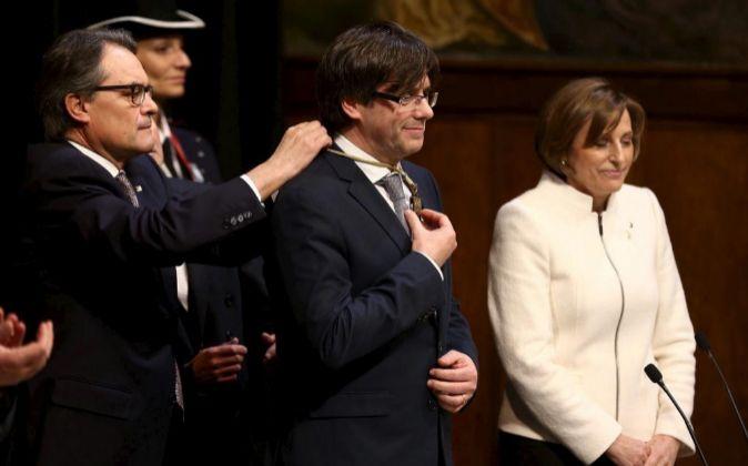 Foto de archivo del expresidente de la Generalitat, Artur Mas (i), su...