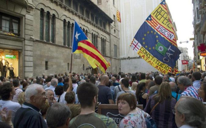 Un grupo de manifestantes muestra el pasado viernes su disconformidad...