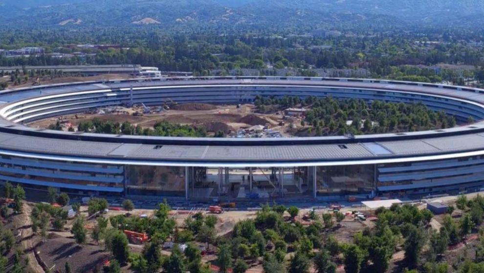 Apple Park, nueva sede del gigante tecnológico, cuando aún estaba en...